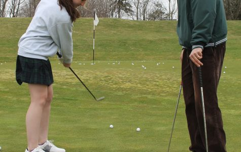 Assistant golf coach Jim Alfredo works with sophomore Emily Kasper on her chipping. Jane Gerstner ' 14