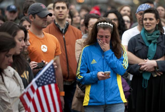 People+mourn+the+loss+of+those+who+died+during+the+bombing+attacks+during+the+Boston+Marathon.%0Aphoto+taken+from+NYDailyNews.com
