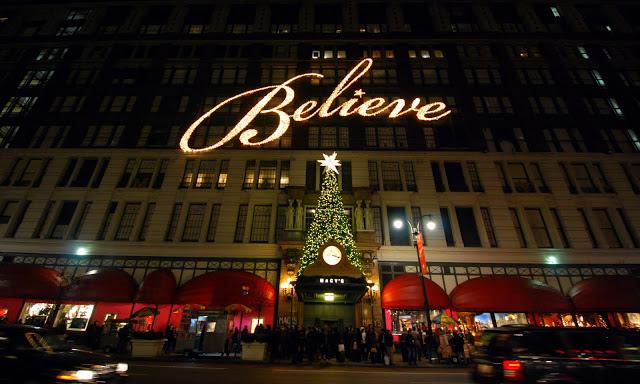 Look+at+the+decorated+holiday+windows+of+stores+in+New+York+City+%28Henri+Bendel%2C+Bloomingdales%2C+Bergdorf+Goodman%2C+Macys%29%0ACourtesy+of+theregoeskatie.com