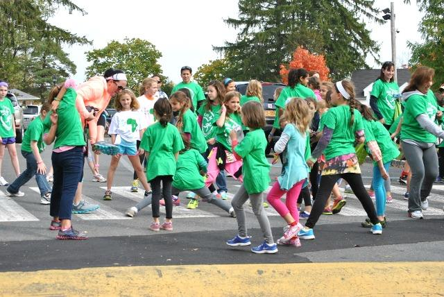 Walkers+stretch+before+their+1k+fun+run+in+the+parking+lot+next+to+the+gym.%0ACourtesy+of+Mrs.+Lori+Wilson