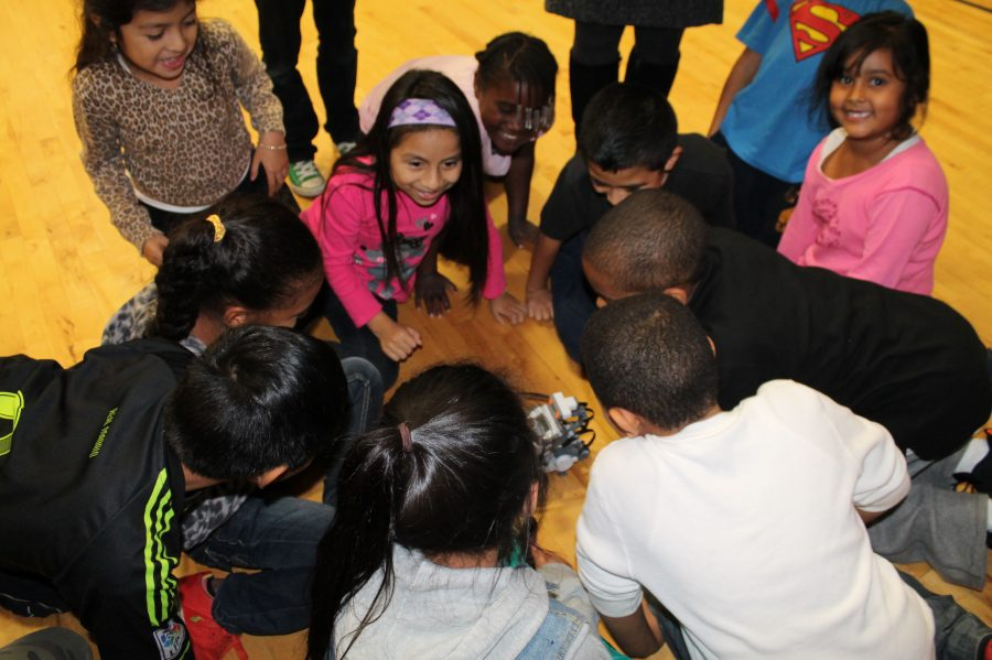 Four+Sacred+Heart+students+helped+lead+a+robotics+workshop+for+children+ages+six+through+12+at+the+Carver+Center.%0ACourtesy+of+Mr.+Karl+Haesler+