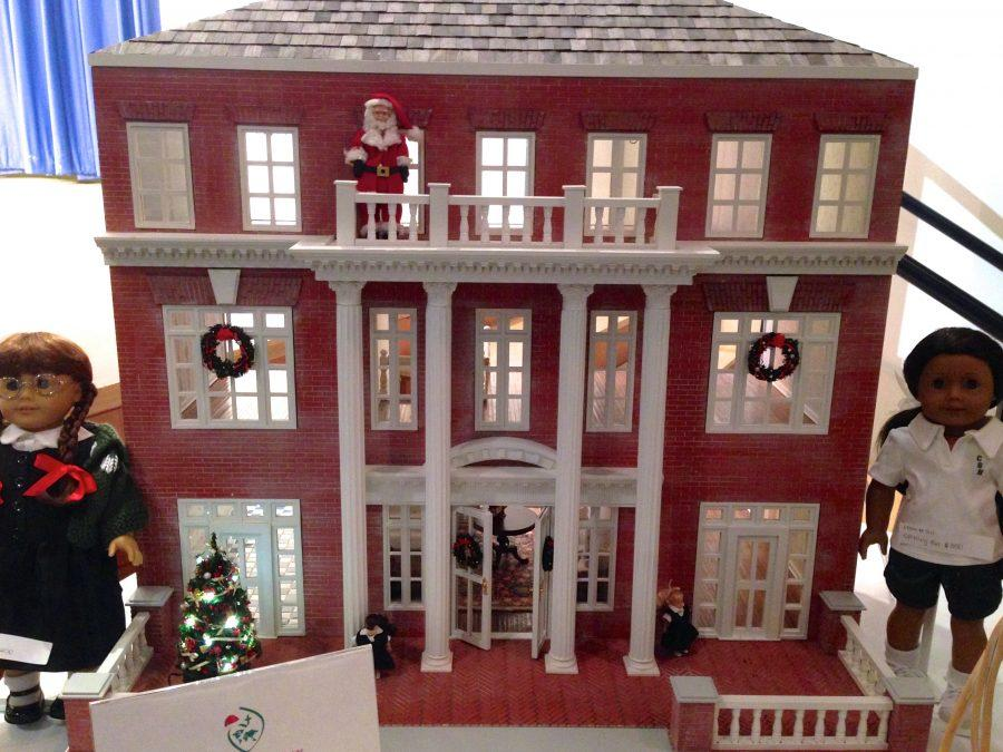 A+dollhouse+version+of+the+mansion+building+will+be+up+for+purchase+at+the+live+auction+Friday+night+at+nine+pm.%0AEmily+Hirshorn+%2715