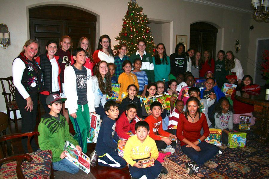 2012+SASH+Christmas+Party+volunteers+and+students+in+the+Convent+of+the+Sacred+Heart+parlor.%0ACourtesy+of+Lori+Wilson