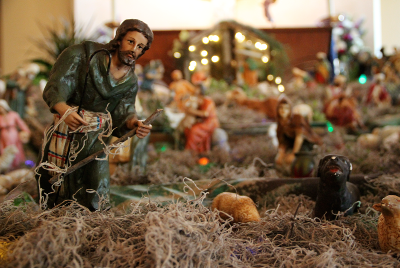 The créche features figurines of shepherds, the three kings, the Holy Family, and even animals, such as sheep and dogs. Gabrielle Giacomo '15