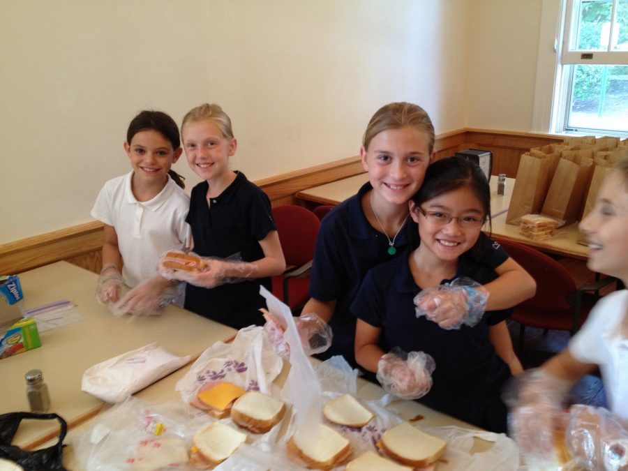 Sacred+Heart+middle+school+students+make+lunches+for+a+Midnight+Run.%0ACourtesy+of+Mrs.+Lori+Wilson