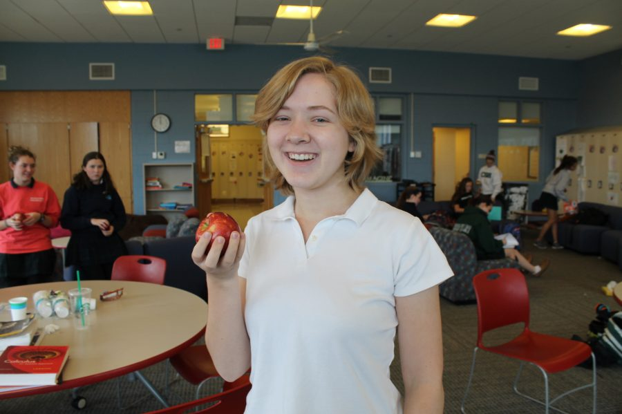 Junior Brooke Remsen prepares to crunch into her apple at noon. Julia Perry '15