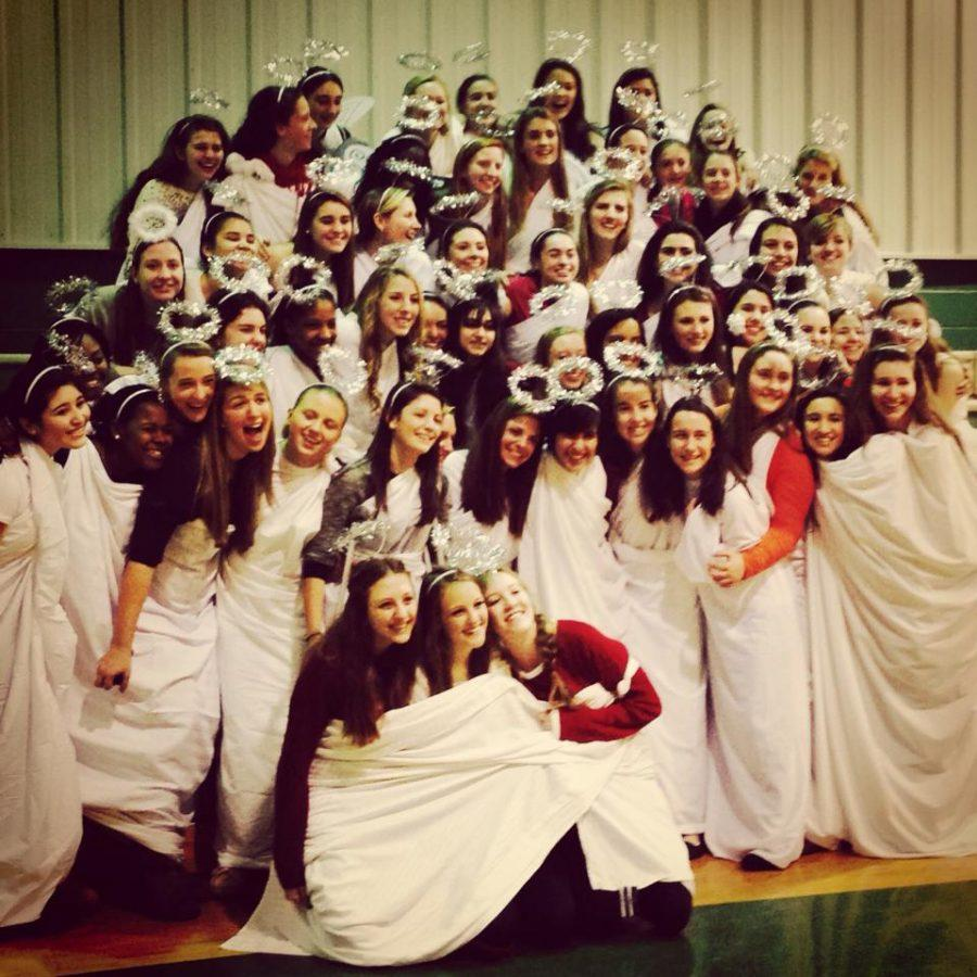 As+traditions+dictates%2C+the+2014+senior+class+enthusiastically+sang+Christmas+carols+to+the+Convent+of+the+Sacred+Heart+community+last+December.%0ACourtesy+of+Cynthia+Thomas+%2716