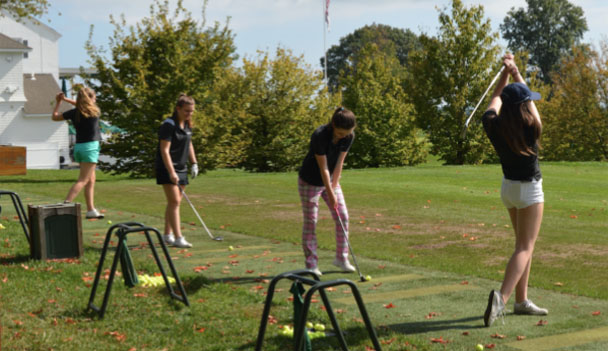 Sacred+Heart+varsity+golfers+prepare+for+the+driving+competition.++Courtesy+of+Mrs.+Anissa+Shannon