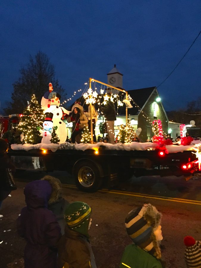 Armonk+residents+participated+in+the+%22Welcome+Home%2C+Frosty%22+parade.%0AHolly+Roth+%2716%0A