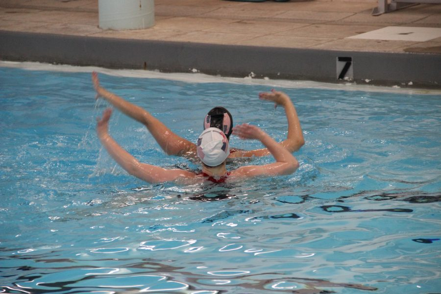 Junior+Katherine+Farrell+and+Alice+Chidley%2C+senior+at+Darien+High+School%2C+performing+their+synchronized+swimming+act+at+Talent+for+Tots.%0AIzzy+Sio+%2716