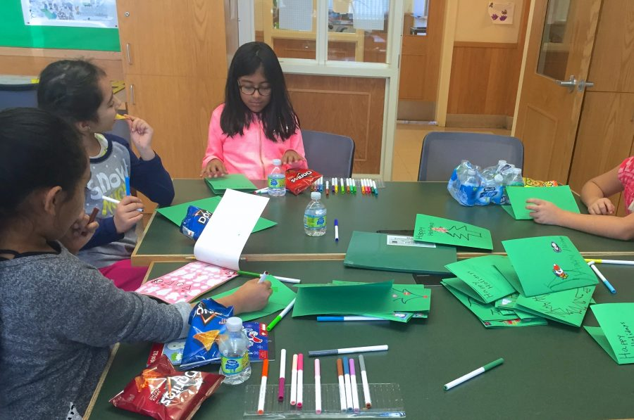 SASH students making cards for soldiers Pau Barbosa '18