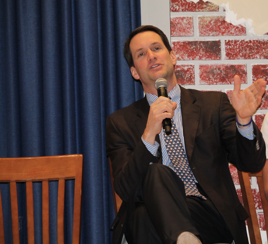 Connecticut+Congressman+Mr.+Jim+Himes+answering+questions+from+the+audience+during+the+Optimum+Community+presentation.+Nadia+Zuaiter+%2717