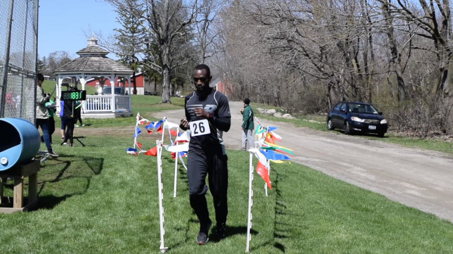 Mr.+Mutekanga+runs+during+the+five-kilometer+race.%0AElisabeth+Hall+%2718