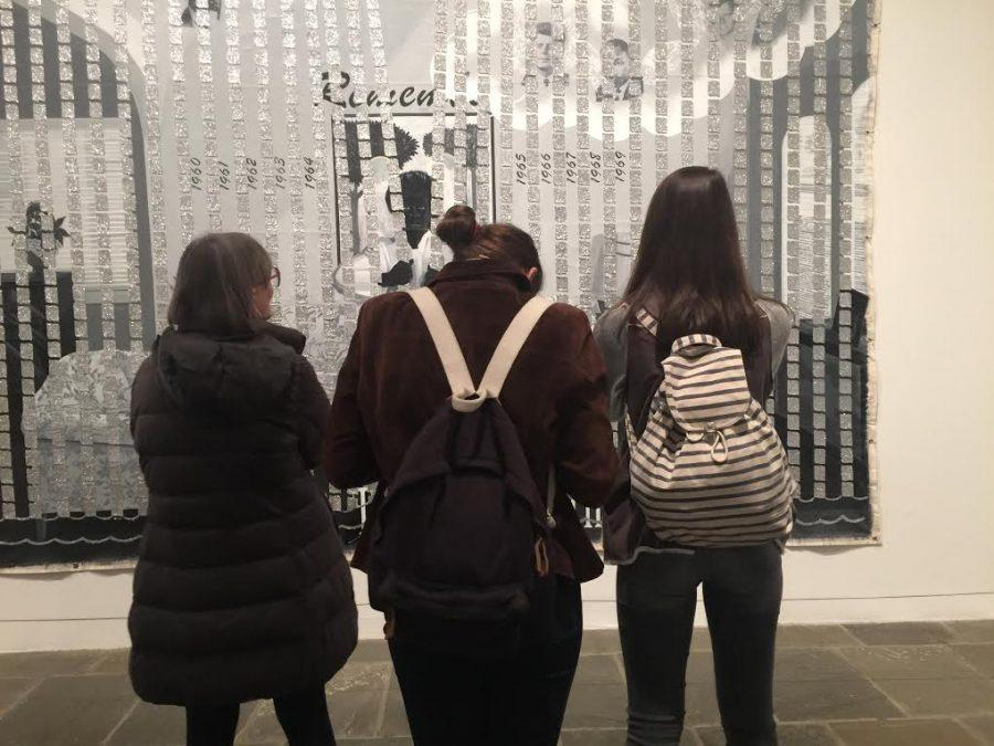 "​Photo of the week- ""Modern Girls in a Modern Museum"" – Courtesy of Sofia Caruso '18"