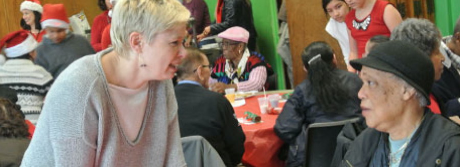 Volunteers+serving+a+holiday+meal+to+Port+Chester+residents+at+The+Carver+Center.++Courtesy+of%0Acarvercenter.com