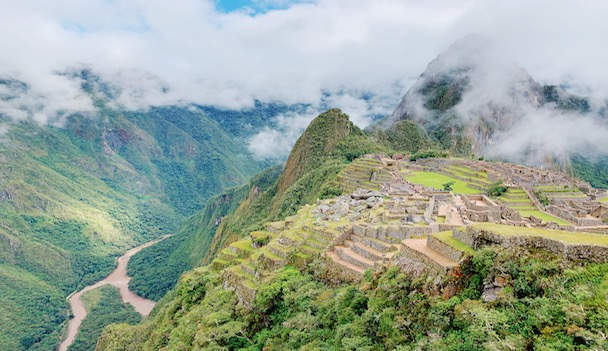Juniors extend global knowledge through service and immersion in Perú