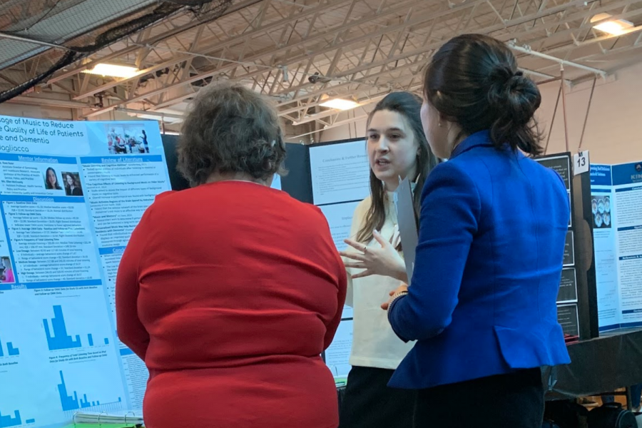 Caroline Badagliacca '20 explains her research project to Connecticut STEM Fair attendees.