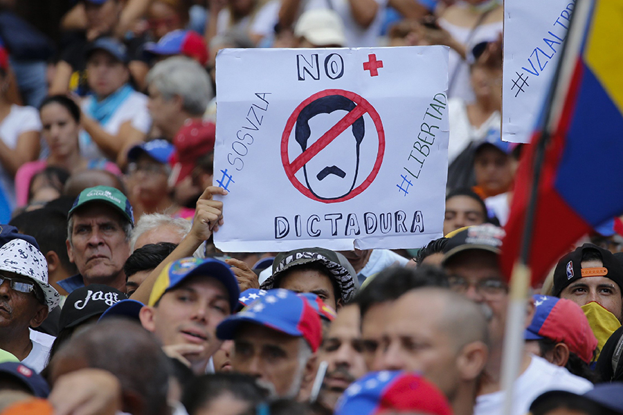 Venezuelans+protest+the+rule+of+President+Nicol%C3%A1s+Maduro.